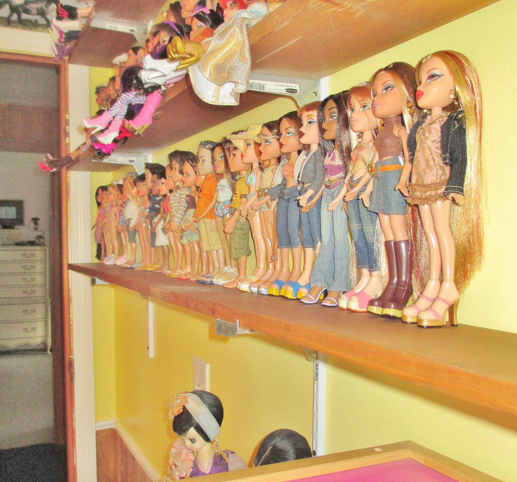Useful Tips On How To Display Dolls On Shelves